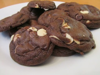 Bailey's Irish Cream Chocolate Cookies www.confessionsofabakingqueen.com