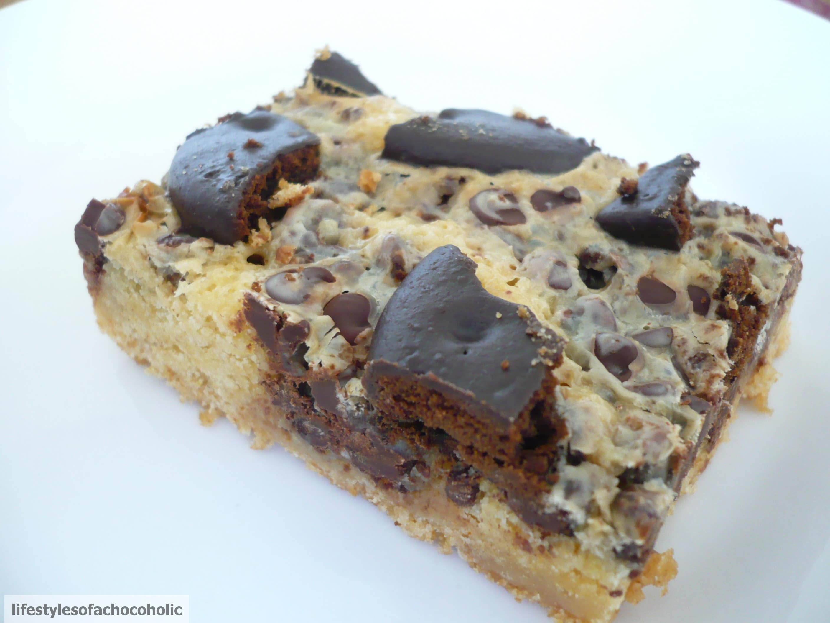 Thin Mint Chocolate Chip Cake Bars www.confessionsofabakingqueen.com