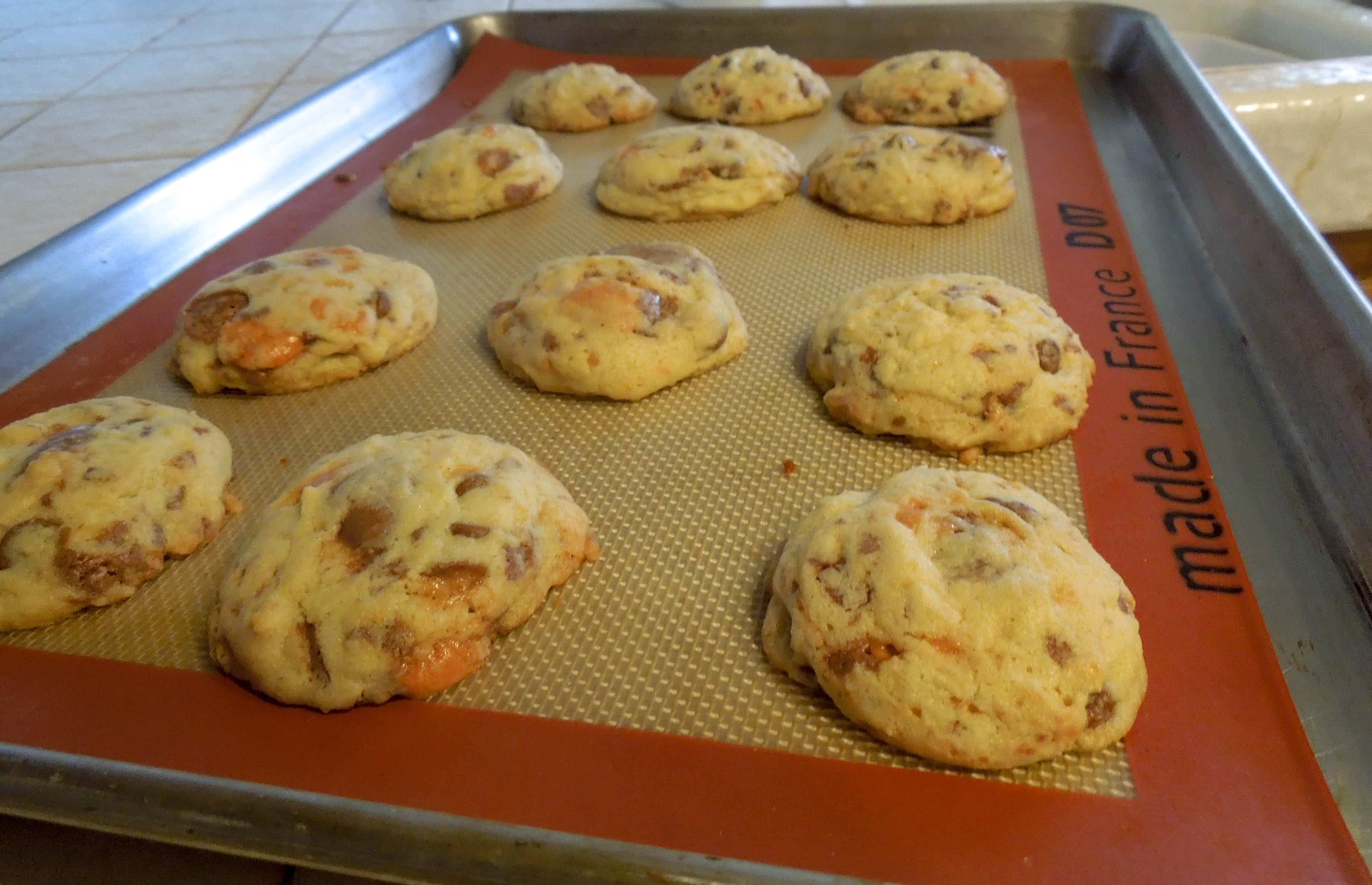 Soft Chocolate Chip Butterfinger Cookies www.confessionsofabakingqueen.com