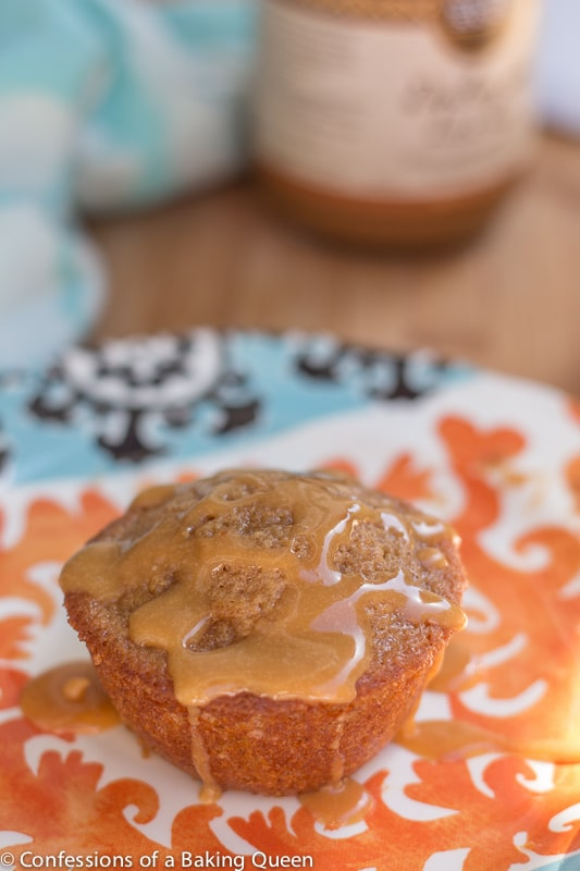 Dulce De Leche Apple Muffins www.confessionsofabakingqueen.com