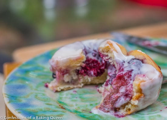 Berry Sweet Rolls with Lemon Cream Cheese Drizzle www.confessionsofabakingqueen.com
