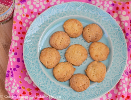 Homemade Cheese Crackers www.confessionsofabakingqueen.com