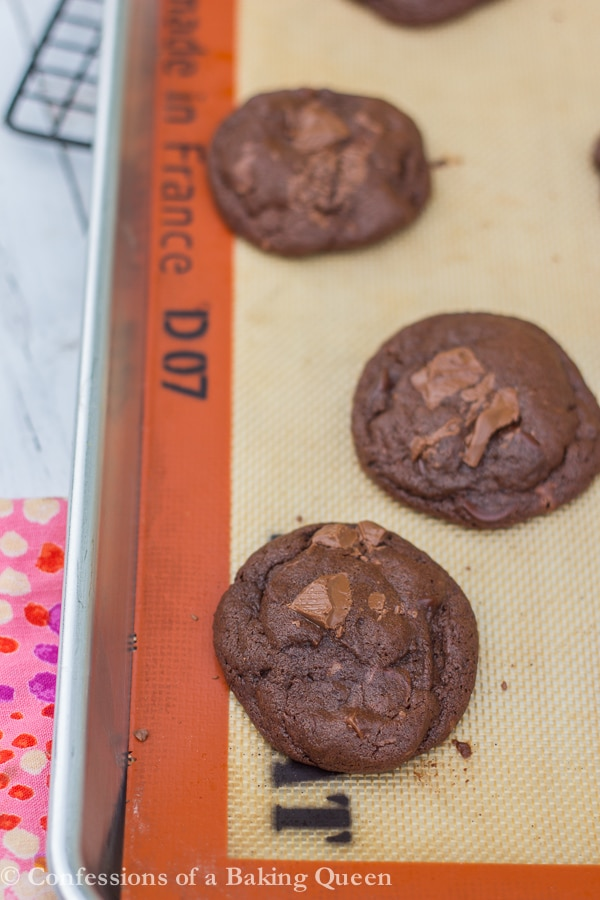 Guinness Chocolate Cookies www.confessionsofabakingqueen.com #booze #boozybaking