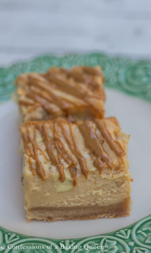 Biscoff Apple Cheesecake Bars www.confessionsofabakingqueen.com
