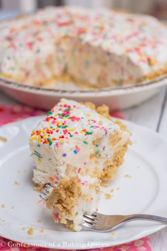 Golden Oreo Cake Batter Ice Cream Pie www.confessionsofabakingqueen.com