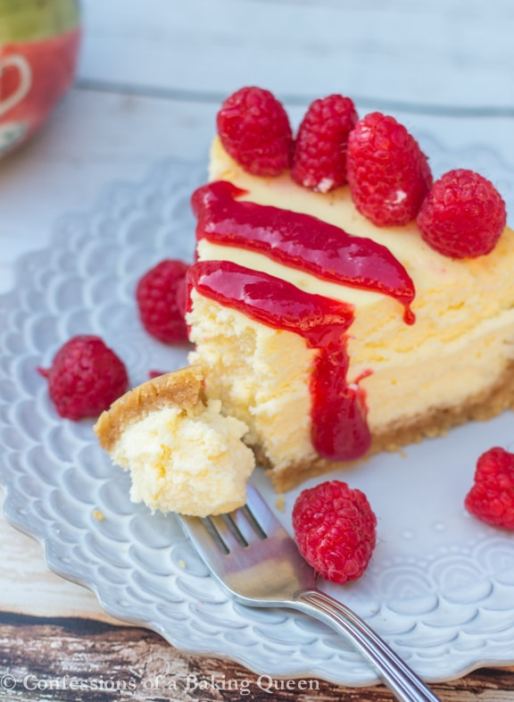 Lemon Cheesecake filled with fresh lemon juice and zest make this a creamy lemon dream. http://confessionsofabakingqueen.com/lemon-cheesecake