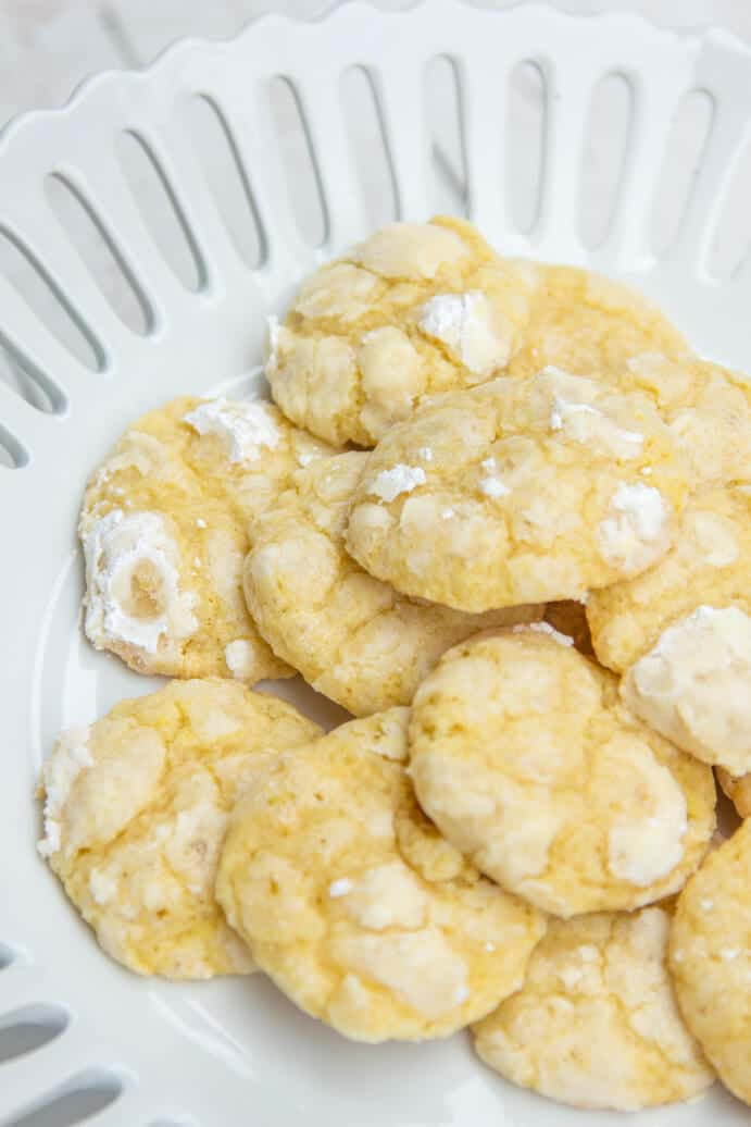 Chewy Lemon Cookie Recipe www.confessionsofabakingqueen.com