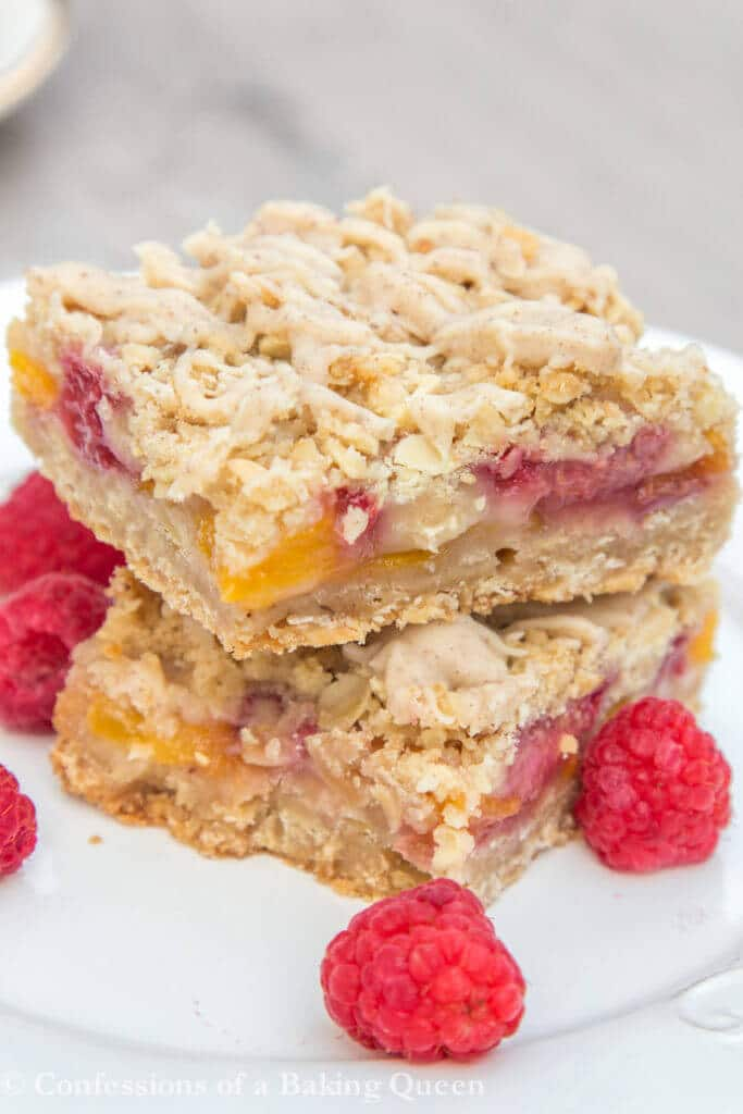 Peach Raspberry Crumble Bars www.confessionsofabakingqueen.com